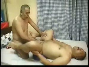 【ゲイ動画ビデオ】ガチムチ熊親父とぼっちゃりじいちゃんのスロー巨根セックス♪ 丁寧な尺八こそダディゲイファックファンタ爺!