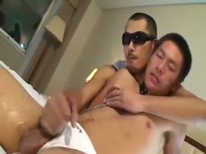 【ゲイ動画】男性初体験の短髪ノンケ筋肉童顔イケメンくんが強面ゴーグルマンに巨根で貫通される!