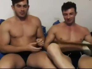 【ゲイ動画ビデオ】溢れ出るダンディズムが濃い筋肉マッチョ外人イケメンが、見せつけイチャイチャアナル舐めとバックファックを披露します!