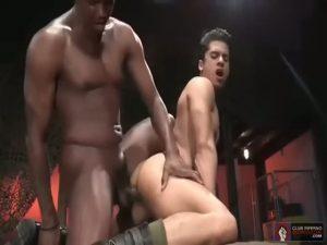 【ゲイ動画ビデオ】特大ディルドよりも太く逞しい巨根を持つマッチョ黒人イケメンとガバ穴を持つ白人イケメンのハード牡ファック!