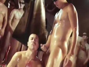 【ゲイ動画】筋肉ガテン系強面イケメンが人間オナホとなり輪姦!拘束、鑞垂らしとハードコアゲイファックの連続に圧倒される!