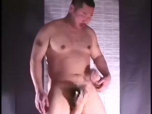【ゲイ動画】やんちゃっぼいガチムチマッチョイケメン中年でもケツマンとお口にちんぽをぶっ込まれて3Pファックされると雌豚顔でアヘイキするんだな!