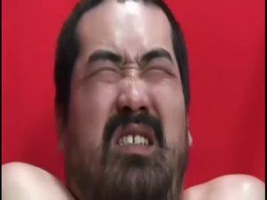 【ゲイ動画】髭熊ぽっちゃり中年親父がゴーグルマンに電動責めと手コキでイカされザーメンどぴゅっ!
