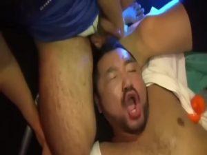 【ゲイ動画ビデオ】モロ感変態ガチマッチョベアは輪姦でアヘ鳴き、尿道挿入で恍惚絶頂を迎え吼える!