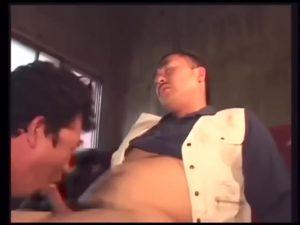 【ゲイ動画】現場で働くガテン系ガチムチ親父たちのリアル!汗臭い作業着のまま、巨根を貪りデカチンで繋がる中年たち!