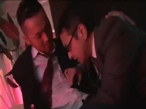 【ゲイ動画】DKなのにネットで男を漁ってウリ専してる筋肉イケメンボーイが出会った中年男性は、なんと教頭先生で……!
