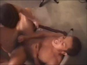 【ゲイ動画】色黒ガチムチマッチョイケメンを、アクロバティックアクティブゲイセックスでイカせる筋肉ゴーグルマンがマジでスゲエェェェェ!