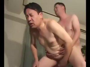 【ゲイ動画】短髪ガチムチ筋肉イケメン×ぽっちゃり系中年リーマン♪ 若い肉竿が熟したケツマンにずっぽりハメこまれる♪