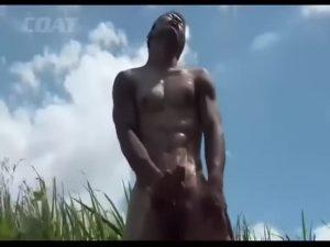 【ゲイ動画】見事なガタイの筋肉イケメンたちが、バックから掘られたり野外でオナニーしたりと淫乱な肉体美を余すところなく晒す!