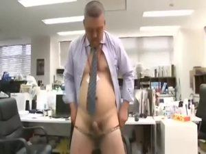 【ゲイ動画】既婚者だけどハッテン場巡りが止められないガチムチポチャな中年上司を脅迫する筋肉イケメン後輩、オフィスで立ちバック凌辱!
