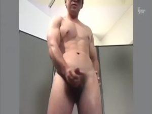 【ゲイ動画ビデオ】腹筋バキバキのマッチョイケメンが自慢の肉竿扱いてザーメンをぶっぱ! 最後は和やかNG集もあるよ!