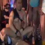 【ゲイ動画】ガチムチクマ系の人気イケメンモデルが無数の巨根野郎を相手に隷属輪姦に挑戦! エロすぎる姿に乱交が始まり、もはや制御不能です!