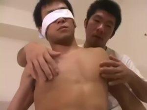 【ゲイ動画ビデオ】ノンケのゲイセックス経験なしでも乳首を責めたらフル勃起♪ 筋肉マッチョイケメンがアナルバージンを突き破られて悶絶!