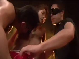 【ゲイ動画】人気のジャニーズ系筋肉マッチョイケメンモデル、ハヤトくんがゴーグルマンに囲まれ激しすぎる3Pに挑戦! バリタチゴーグルマンの強烈な巨根責めにトロ顔見せまくり!