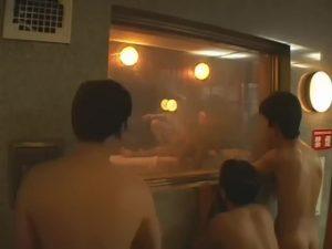 【ゲイ動画】衆人環視の中、アリアリ美人ニューハーフが銭湯でお客さんを誘惑してセックスしてもらうという恐れ知らずの企画の結果がこちらwww