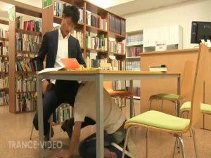 【ゲイ動画ビデオ】まさかの図書館で筋肉イケメンがスーツスリ筋イケメンの巨根をおしゃぶり奉仕、そして立ちバックでバコバコにケツマンを犯す!