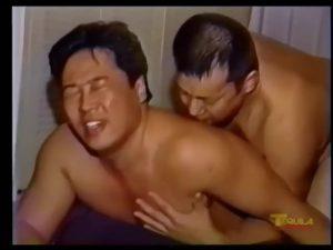 【ゲイ動画ビデオ】ガチムチ中年親父の本気手コキ、そしてアナル舐め! ビンビン勃起した巨根からねっとり濃厚なザーメンが噴出するまでシコシコを止めない!