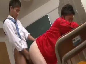 【ゲイ動画ビデオ】トイレでオナニーしている教師を盗撮したEXILE系スリ筋イケメンくん、流れるように脅迫→セックスへ持ち込んで教室ファック!
