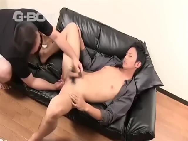 【ゲイ動画】足長過ぎスーパーモデル体型の筋肉イケメン(ノンケ)が、マッチョにフェラされながらバイブを挿入という初体験に悶える!