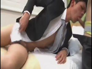 【ゲイ動画ビデオ】スーツを乱して欲望を剥き出しにする筋肉イケメンリーマン、アナルをリズミカルに巨根でノックされ「気持ちいいっ」をトロ顔で連発連呼!