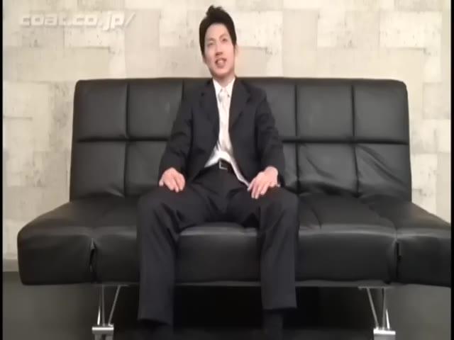 【ゲイ動画】営業職の22歳ガチリーマン、ノンケだけど初めて男に手コキとフェラ、アナル指入れされて大量にザーメンをぶっ飛ばしちゃった♪