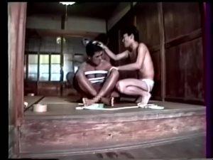 【ゲイ動画ビデオ】鄙びた日本家屋で、三人のリーマン筋肉イケメンが後輩のマッチョ野郎を輪姦SM調教! 亀甲縛り、青姦と凌辱の限りを尽くす!
