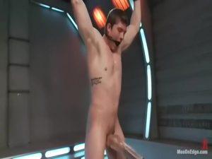 【ゲイ動画ビデオ】筋肉イケメンのスーパーマンに襲い掛かる悪のマッチョ野郎! 拘束されてオナホやディルドで巨根とアナルを苛められての強制屈辱射精!