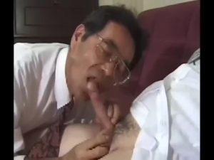 【ゲイ動画ビデオ】貪欲に巨根を貪るエリート中年サラリーマン! デカチンやアナルを貪欲に舐って、ずっぷりゲイ連結ファックでザーメン放出!