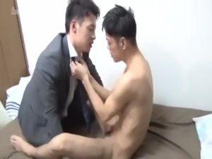 【ゲイ動画ビデオ】大人の男の恋は切ない…筋肉イケメン大学生を買ったイケメンリーマンはいつしか恋をして、独占欲に巨根を疼かせる