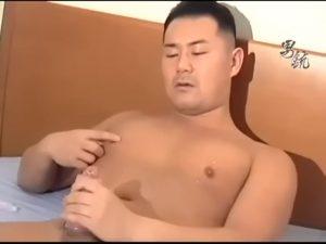 【ゲイ動画ビデオ】ガチムチ系マッチョイケメン兄貴の入浴シーンと巨根を扱きまくるオナニーをたっぷり鑑賞!