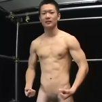 【ゲイ動画】鍛え上げられた筋肉が、ゴーグルマンのデカチン挿入でヒクヒク蠢く! 筋肉マッチョイケメン君を拘束目隠しでイカせます!
