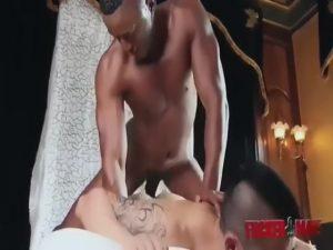【ゲイ動画】顔面騎乗位でアナルを舐めまくって、バックと騎乗位でアジア系筋肉イケメンのむっちりとしたケツマンを掘りまくるマッチョイケメン黒人!