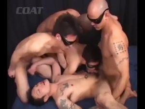 【ゲイ動画ビデオ】口とケツマンがオナホ状態の筋肉イケメン、坊主タトゥー兄貴やマッチョイケメンに巨根をぶっ込まれて最後は顔にザーメンぶっかけ!