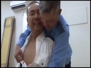 【ゲイ動画ビデオ】警備員のガチムチマッチョイケメン中年とややぽちゃ親父の濃厚ゲイセックス! 休憩時間はチンコ遊びに夢中!