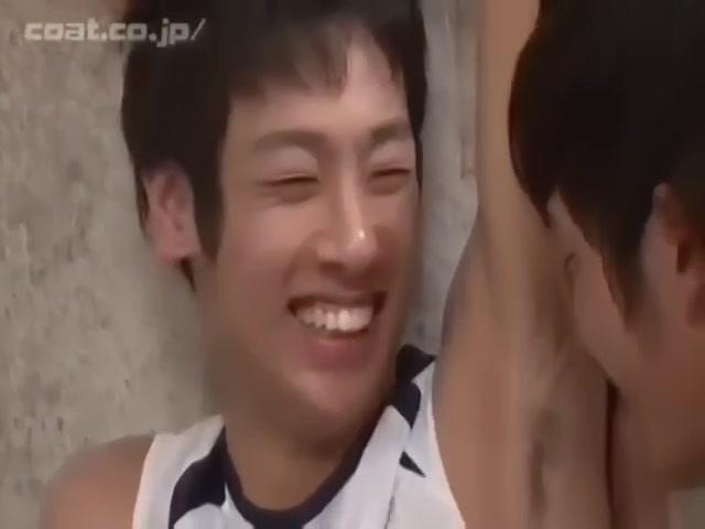 【ゲイ動画】大好きな筋肉イケメン先輩とトレーニングするジャニーズ系スリ筋美少年、トレーニングマシーンの上でゲイセックスしちゃった♪