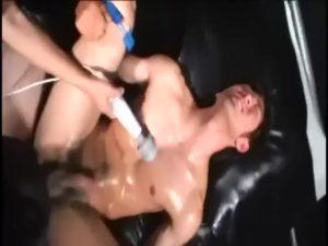 【ゲイ動画ビデオ】二人のゴーグルマンに電マ責め、手コキ、バキュームフェラで責められ、正常位で巨根連打されたジャニーズ系筋肉イケメン、本気のイキ顔を見せながらザーメン噴出!