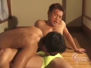 【ゲイ動画ビデオ】性欲持て余す筋肉マッチョイケメンがゴーグルマンの巨根に汚される! 端正な顔立ちがザーメンまみれに!