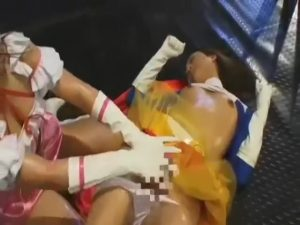 【ゲイ動画ビデオ】正義の味方のスーパーガールはチンポ付のアリアリニューハーフ! 同士の女の子に逆レイプされ昇天!