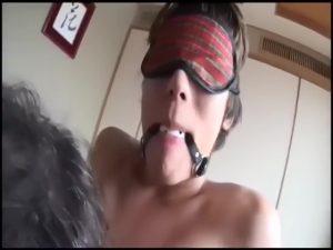 【ゲイ動画】筋肉イケメン義父とジャニーズ系筋肉美少年のエッチな同居生活♪ タイツ越しローションプレイや拘束目隠しなど、過激なプレイが加速する!
