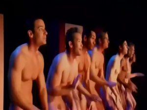 【ゲイ動画ビデオ】ちょっここれ見て全裸フルチンミュージカル! 筋肉マッチョイケメンたちがちんぽ丸出しで歌ってるww