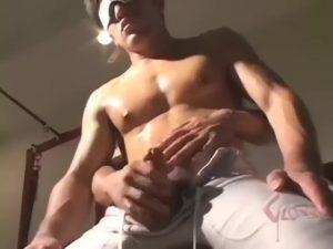 【ゲイ動画】ムキムキゴリマッチョイケメンのちんぽを扱きながらバイブでケツマンをほぐし巨根挿入! ノンケでもちんぽ立てて気持ちよく犯されるのなw