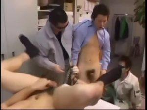 【ゲイ動画ビデオ】マッチョなクレイジークレーマーに会社を襲撃され、レイプされケツマンを掘られまくる筋肉イケメンリーマンたち!