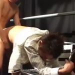 【ゲイ動画】美しい顔をした筋肉イケメンリーマンが、ゴーグルマンの立ちバックの激しさにトロ顔堕ち! うっとりした恍惚の表情がたまらなくエロい!