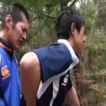【ゲイ動画】体育会系な三人の筋肉マッチョイケメンくんたちが森の中、車中でちんぽ丸出し青姦カーセックスで快感を貪っちゃいます♪
