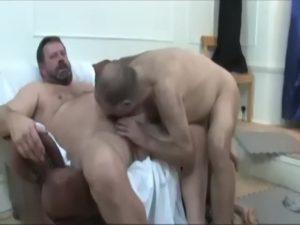 【ゲイ動画ビデオ】外国人のぽっちゃり系イケメン、クマ系ダンディ、オケ老人、筋肉イケメンの四人が乱交セックスが多彩すぎるんだが……