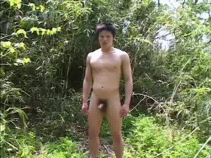 【ゲイ動画】彼女はいないがヤリ友は二人いるヤリチンBoyなマッチョ童顔大学生をゴーグルマンが野外で手コキ、フェラでイカせてみた!