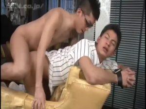 【ゲイ動画ビデオ】卒業しても先輩は絶対な体育会系! 筋肉イケメンはユニフォームのままケツマンを巨根でハメられまくり!