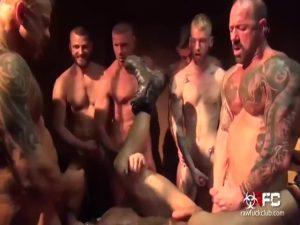 【ゲイ動画】ゴリゴリマッチョでタトゥー入りまくりのやんちゃイケメンおっさん外国人たちが、輪姦、乱交で巨根から種汁飛ばしまくる!