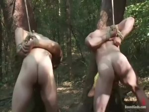 【ゲイ動画ビデオ】山では迷彩ペイントしたマッチョ野郎にご用心! 突然背後から襲われ拘束調教スパンキングファックされる筋肉イケメンたち!