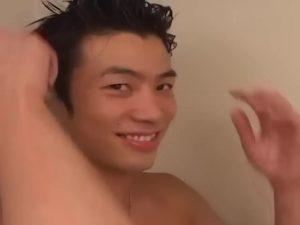 【ゲイ動画ビデオ】現役サッカー部員の筋肉イケメンの自宅で、素顔の巨根オナニーを見せてもらいます!
